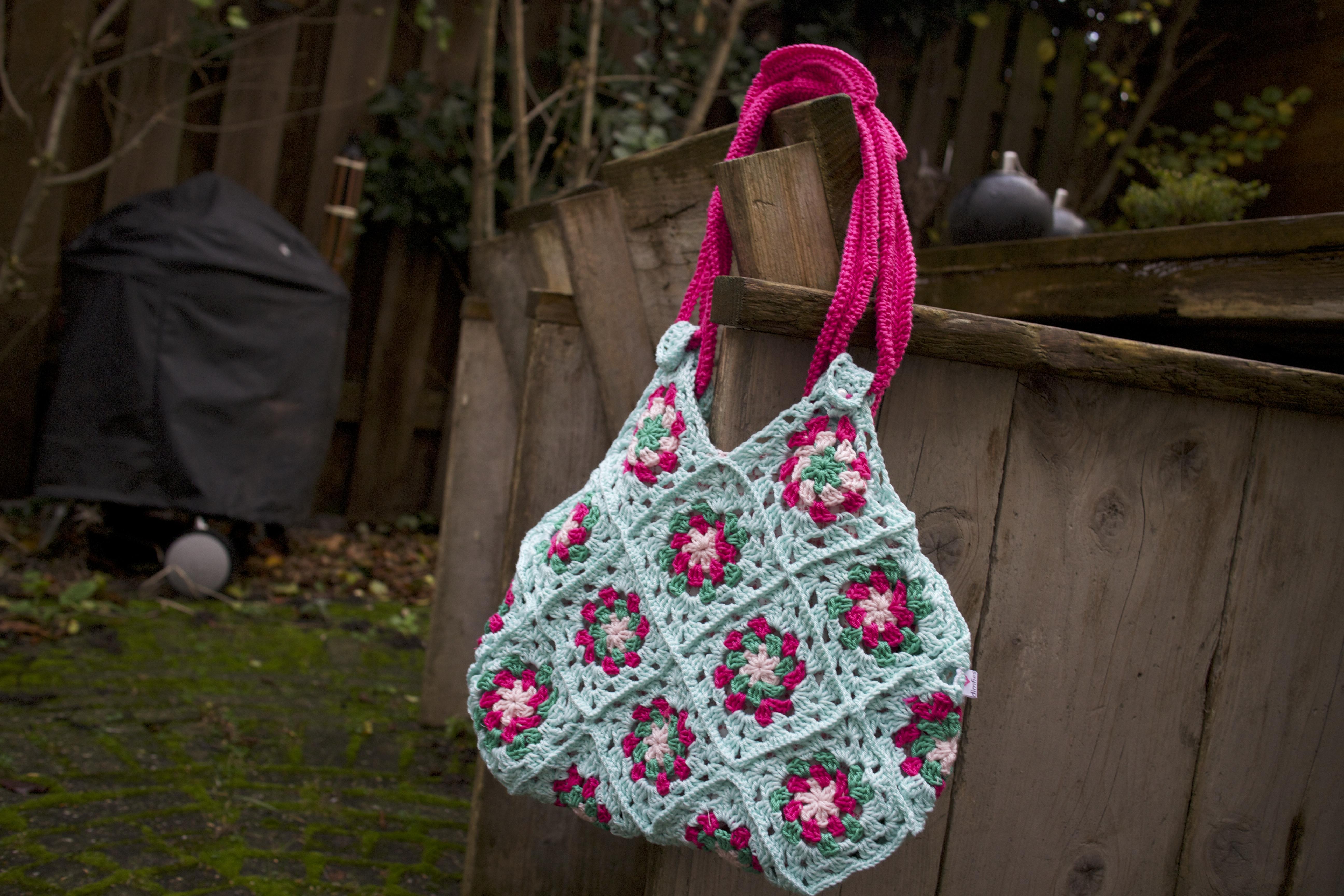 Tassen Patroon : Kleurige granny tas haken ontwerpen fotografie